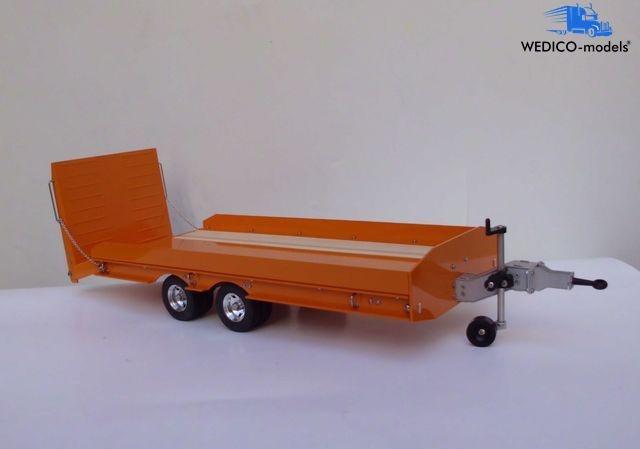 Drop deck trailer with beaver tail ramp, orange